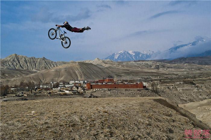 山地自行车速降骑行纪录片推荐《车轮不息》
