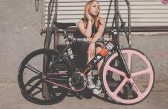 福利图:自行车美女骑Leader735自拍