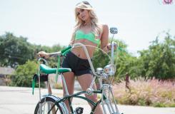 這輛自行車太個性了,美女能騎上它上街嗎?