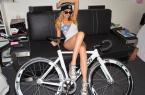美女自行车运动员和她的战马自拍 图22