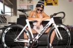 美女自行车运动员和她的战马自拍 图24