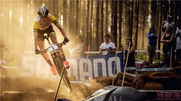 我们快速的山地硬尾 崔克Superfly山地越野自行车