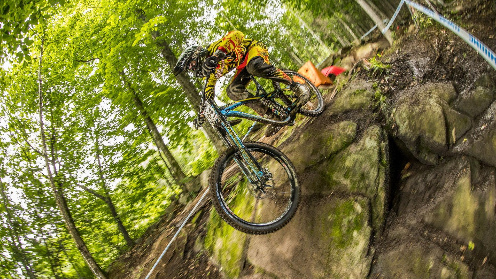 11张高清速降山地车壁纸 1920x1080像素自行车壁纸 图4