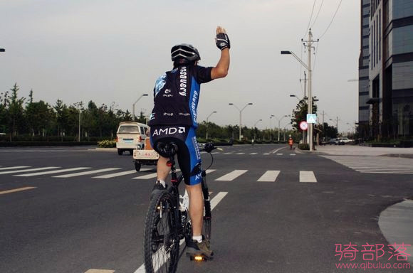 自行車編隊騎行手勢圖解(真人版)