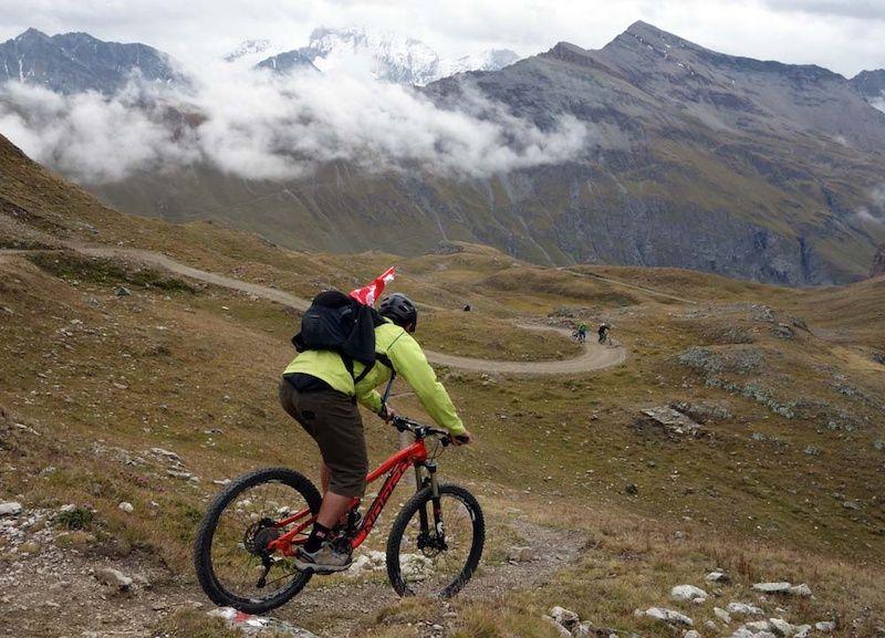 自行车极限运动:高山自行车越野美景实拍图 图1