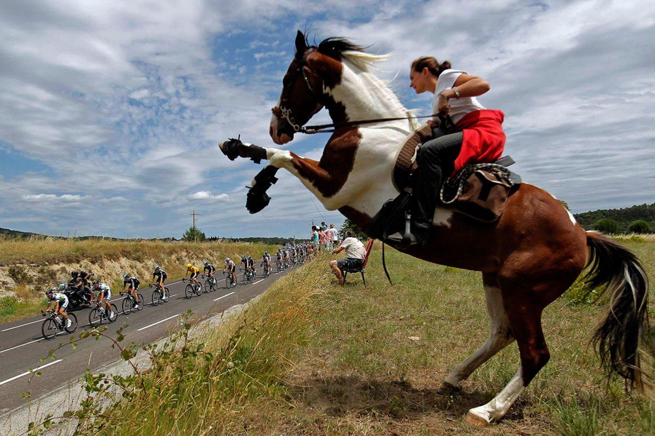 走进环法赛:环法自行车比赛现场图片分享 图1
