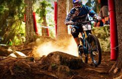 速度+美女的山地自行車運動圖片分享