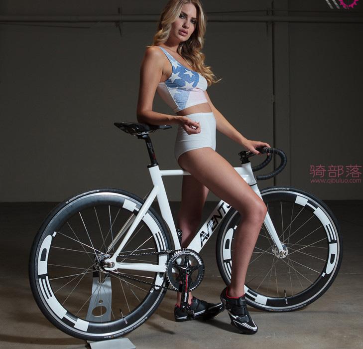 美女自行车运动员和她的战马自拍 图9