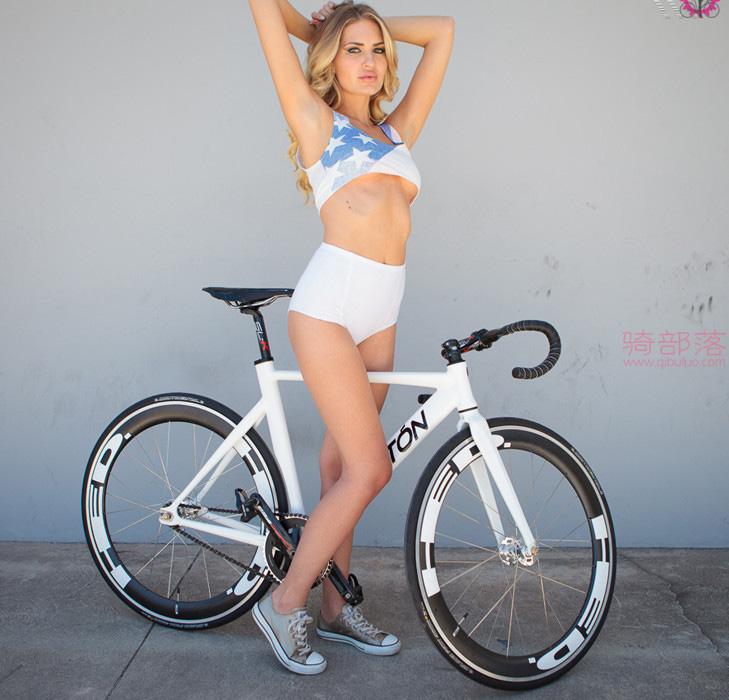 美女自行车运动员和她的战马自拍 图19