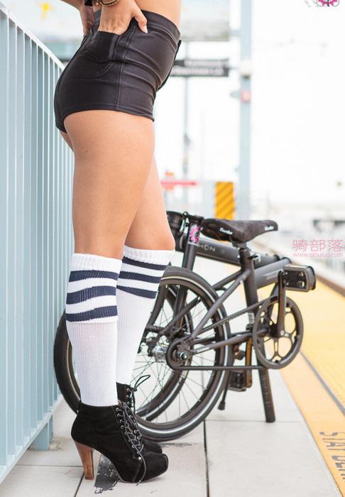 美女的这辆折叠自行车上班携带真方便! 图9