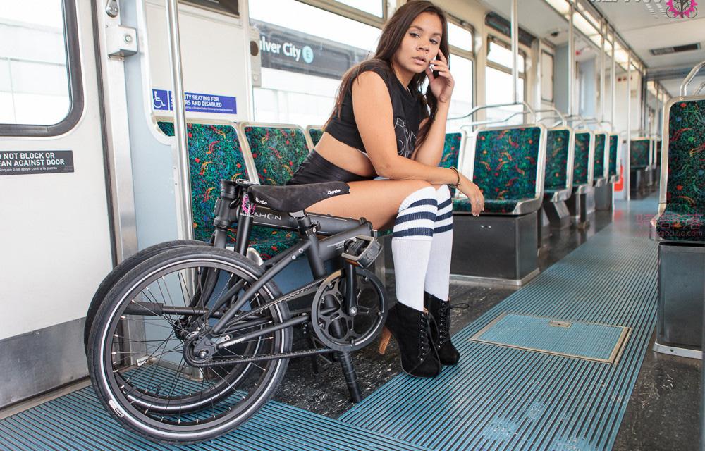 美女的这辆折叠自行车上班携带真方便! 图11
