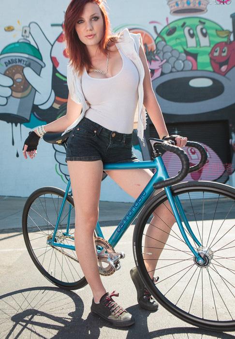 妹子这一身装备骑自行车刷街回头率高吗? 图5